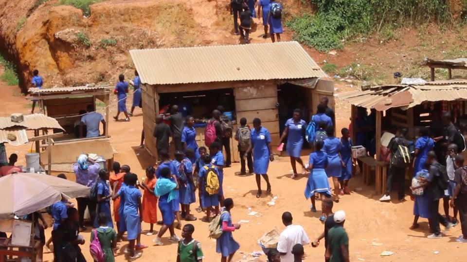 Mason Ewing sostiene l'orfanotrofio di Yaoundé Cameroon